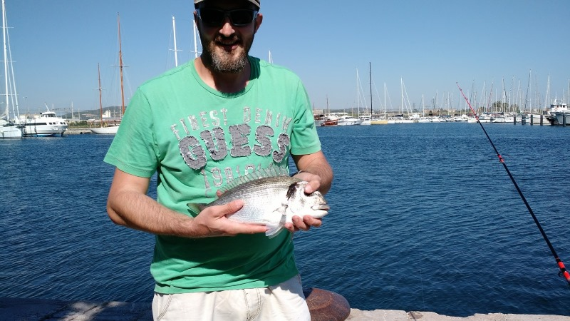 Dorade de 1kg200 prise au canal de Sète